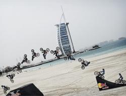 Red Bull X-Fighters na dubajskiej plaży